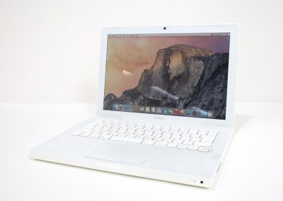 MacBook (13-inch,Early 2009) – £299